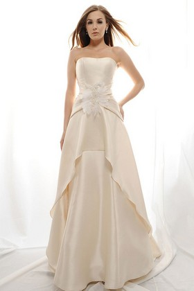 Find Glamorous Wedding Dresses For Your Pear Shaped Body